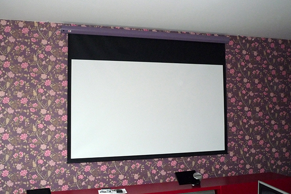 decorate-around-a-television-projection-screen-installation-rolled-out